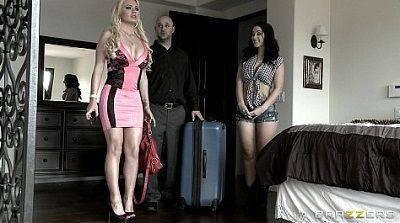 Loira e morena gostosa no video porno de lésbica