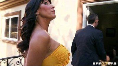 Video de sexo coroa peituda com duas piroca na boca chupando