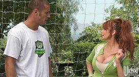 Safada peituda ruiva Lia Lor fudendo com o treinador do seu filho