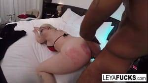 Sexo com força no motel com loira