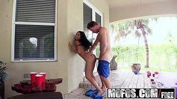 Latinha casada no cio dando para o marido
