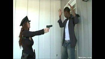 Mulher policial em video de sexo free