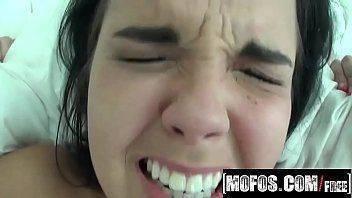 Novinha quente em filme porno extremo tomando rola no cu