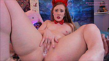 Novinha diabinha se masturbando vídeo de pornô