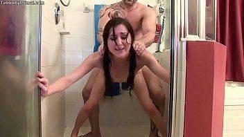 Redtub foda com a novinha no banho