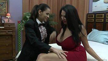 Depois de uma festa lésbicas gozando em um sexo safado