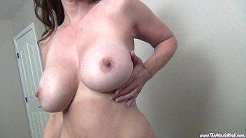 Peituda sensualizando na webcam