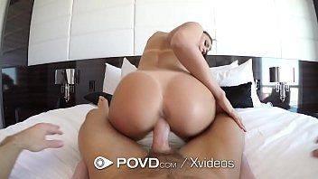 Gostosa empregada do video porno fodendo