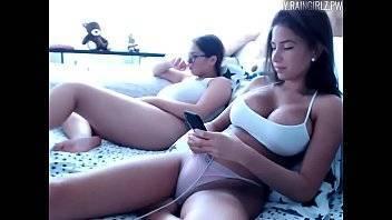 Mulheres18 amiguinhas lésbicas fodendo e gozando no banheiro
