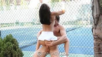 Pornotub tenista gostosa é fodida brutalmente na quadra de tenis