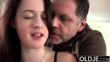 Xvideo novinha linda e gostosa adora seu macho que podia ser seu pai